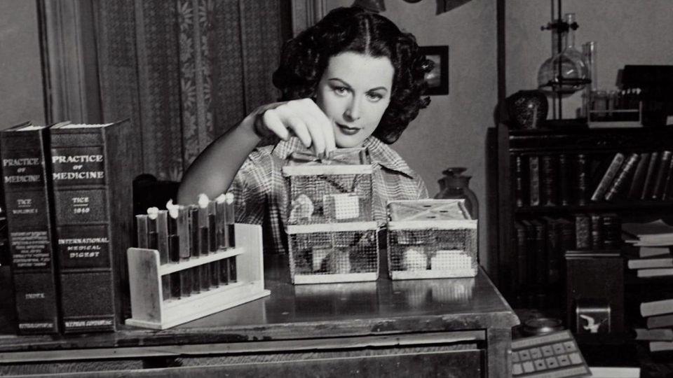 Hedy Lamar working on scientific experimentation.